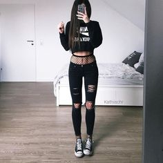 30 Super Cool Chic Style Streetwear Outfits For You To Be Full Of Fashion Gothic Outfits, Edgy Outfits, Mode Outfits, Grunge Outfits, Grunge Fashion, Look Fashion, Teen Fashion, Korean Fashion, Summer Outfits