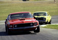 Moffat and Geoghegan Hungry Corner Lakeside 1972 Aussie Muscle Cars, Classic Race Cars, Australian Cars, Custom Muscle Cars, Ford Falcon, Sports Sedan, Sports Car Racing, Mustang Cars, Motor Car