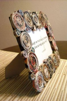 spice up picture frames with newspaper The post Wonderful ideas for crafting newsprint appeared first on Woman Casual - DIY and crafts Recycled Paper Crafts, Recycled Magazines, Newspaper Crafts, Old Magazines, Recycled Crafts, Crafts To Make, Fun Crafts, Arts And Crafts, Diy Paper