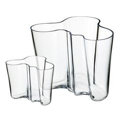 Gift box with two timeless glass vases in different sizes. Living Room Remodel, Home Living Room, Alvar Aalto Vase, Norway Design, Scandinavian Design, Good To Know, Clear Glass, Contemporary Design, Really Cool Stuff