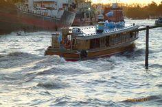 María Cristina Arg: Lancha de pasajeros, navegando sobre el Rio Lujan a 100 metros del Carapachay