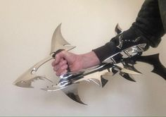 Fantasy Blade, Fantasy Weapons, Swords And Daggers, Knives And Swords, Assassin's Creed Hidden Blade, Ninja Weapons, Sword Design, Martial Arts Techniques, Tiger Art