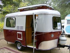 Article on old campers - Eriba Puck Retro Caravan, Caravan Bar, Tiny Trailers, Small Trailer, Camper Caravan, Vintage Campers Trailers, Retro Campers, Vintage Caravans, Camper Trailers