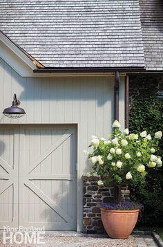 A Novel Approach - New England Home Magazine Exterior Colors, Exterior Paint, Exterior Design, Colonial Exterior, Exterior Shutters, Grey Exterior, New England Homes, New Homes, Modern Farmhouse