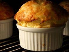 Soufflé au fromage // Aérien et gourmand à la fois, à adapter en fonction de son fromage préféré ==> http://www.ptitchef.com/recettes/entree/souffle-au-fromage-fid-1495056?utm_content=buffer682e9&utm_medium=social&utm_source=pinterest.com&utm_campaign=buffer #recette #cuisine #ptitchef #ptitchefrecette #recipe #food #foodpic #cook #cooking #souffle #fromage #gourmand