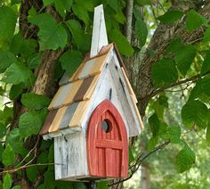 Stake Flock of Ages Chapel Bird Houses attract and shelter your backyard visitors Decorative Bird Houses, Bird Houses Diy, Fairy Houses, Bird House Kits, Bird Aviary, House Yard, House 2, Construction Design, Kit Homes