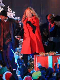 Mariah Carey shows off her holiday spirit