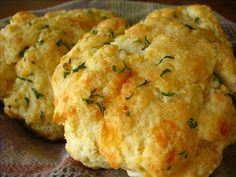 ♥ Red Lobster Cheddar Bay Biscuits