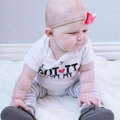 Getting our game plan for the week 💪🏻 •••••••••••••••••••••••••••••••••••••••••••••••••• • • • • #babiesofinstagram #babiesofig #babybows #babylove #sweetnswag #babyleggings #babies #babyootd #babygirl #babymodel #babyfashion #modelbaby #rollsfordays #brandrepsearch #brandrepenthusiast #gotitfrommymama