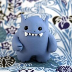 Modeling clay monsters photos) - so cute and creative! Polymer Clay Figures, Cute Polymer Clay, Cute Clay, Fimo Clay, Polymer Clay Projects, Polymer Clay Charms, Polymer Clay Creations, Clay Crafts, Crea Fimo
