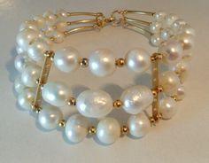 Mod:B84 brazalete de perlas de rio en chapa de oro 179.00 mayoreo 25% de descuento $135.00