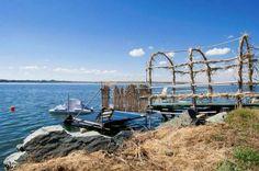 60 lei: Situata pe malul lacului Techirghiol (strada Apusului nr 1), in popasul Sincai Eforie Nord,  Vila Amiral Agrement Eforie este alegerea ideala pentru turistii care vor sa imbine ambianta linistita a un...
