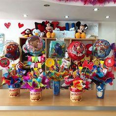 Disponibles ✨ Regalitos listos para los consentidos de la casa  #Joliandgift Birthday Candy, Unicorn Birthday, Birthday Gifts, Candy Bar Bouquet, Balloon Arrangements, Balloon Bouquet, Chocolate Gifts, Gift Baskets, Diy Gifts