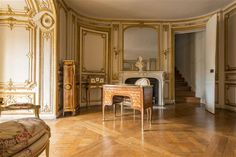 vivelareine:  The chamber of Madame du Barry [credit: C) Château de Versailles, Dist. RMN-Grand Palais / Christophe Fouin]