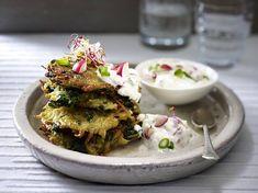 Spinat-Kartoffel-Rösti mit Radieschen-Quark-Dip Rezept | LECKER