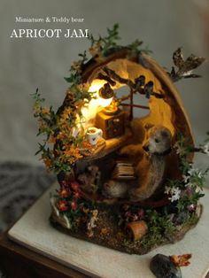 胡桃の家 A house made of walnut shell|どんぐり電球 Light cover made of acorn shell Cute Crafts, Diy And Crafts, Arts And Crafts, Miniature Crafts, Miniature Dolls, Walnut Shell Crafts, Shell Art, Miniature Furniture, Miniture Things