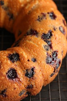 I made this Sour Cream Blueberry Bundt Cake over the weekend and couldn't wait to share the recipe! It's CRAZY moist, soft & loaded with fresh blueberries! Blueberry Sour Cream Cake, Blueberry Pound Cake, Lemon Bundt Cake, Blueberry Desserts, Blueberry Bread, Bunt Cakes, Apple Smoothies, Blue Berry Muffins, Blueberries Muffins