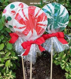 Giant Paper Plate Lollipops -