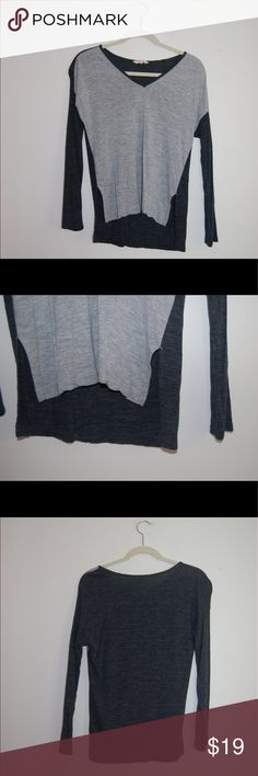 Madewell Long Sleeve Baseball Tee Madewell Gray Tee. Excellent Condition! Tiny hole by the tag but it is not noticeable. Size XXS. 100% Viscose. Shoulder to Hem: 23 inches in the front and 25.5 in the back. Sleeve Length: 18 Inches. Shoulder to Hem: 19 inches. Madewell Tops Tees - Long Sleeve
