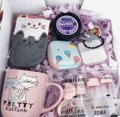 Kedi seven anneler için kedili kupa ve çorap ile hediye kutusu fikri | Kadınca Fikir - Kadınca Fikir