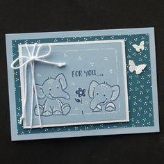 In dit blog zie je blauwe kaarten met schattige olifantjes. De olifantjes zijn gestempeld.