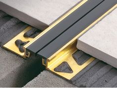 Expansion joints and perimeter joints for thin bed applications Floor Design, Tile Design, House Design, Wood Tile Floors, Flooring, Home Decor Hooks, Expansion Joint, Joinery Details, Tile Trim