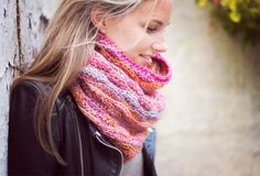 This colourful mikado snood is the perfect accessory this season! Make your own with the beautiful gradient yarn Phil Mikado and this simple free pattern!