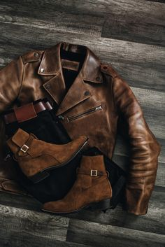 Different boots and we're good. Mens Gloves, Leather Gloves, Estilo Cafe Racer, Stylish Men, Men Casual, Pantalon Slim Fit, La Mode Masculine, Mens Boots Fashion, Navy And Brown