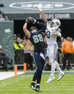 Seattle Seahawks tight end Jimmy Graham pulls in a pass over New York Jets outside linebacker Darron Lee to help set up a score during the second half at MetLife Stadium on Sunday, Oct. 2, 2016 in East Rutherford, N.J.