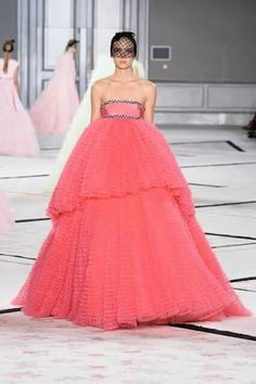 Pink paradise. Fluffy Ball gown in candy pink.