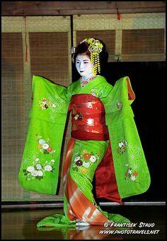 8cdad0a62 Photograph of Maiko girl (Geisha apprentice) in green kimono dances in  Kyoto, Japan photos