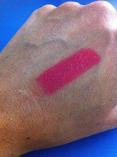 VOX MakeUp - Make Up, Cosmetici, Prove e Swatch di Trucchi Vari : Rossetto MAC LipStick Amplified Creme A 62 Passioned