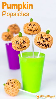 PUMPKIN POPSICLES RICE KRISPIE TREATS - Kids will love making these cute Halloween treats. They are quick and easy, great for some last minute tasty fun! A Halloween recipe not to be missed. Cute Halloween Treats, Halloween Crafts For Kids, Halloween Food For Party, Halloween Desserts, Halloween Recipe, Diy Halloween, Halloween Kid Activities, Preschool Halloween, Easter Activities