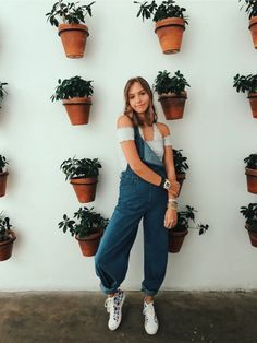 Girl Next Door Fashion. Top Advice To Help You Look More Fashionable. Shopping for clothing is tough for anyone who knows nothing about being stylish. Fashion Advice, Fashion Outfits, Solo Photo, Cute Poses, Insta Photo Ideas, Style Me, Cute Outfits, Photoshoot, How To Wear