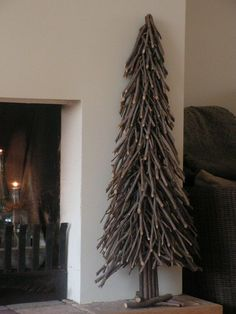 gave kerstboom om te maken takken zagen en om de paal vastbinden, van onderaf beginnen, je bent even bezig maar dan heb je ook wat.: