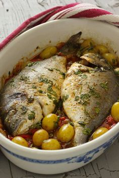 Dourada assada no forno à portuguesa. Adoro este prato e vocês? http://www.cincoquartosdelaranja.com/2017/05/dourada-no-forno-a-portuguesa.html