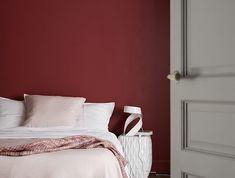 Tendance marsala - Une chambre à croquer grâce à ce mur peint dans un coloris chic et gourmand : le marsala, couleur de l'année 2015 ! http://www.castorama.fr/store/pages/inspiration-peinture-rouge-orange-jaune.html