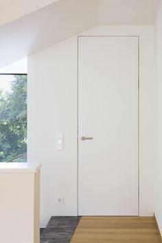 wandbündige Türe mit unsichtbarem Stock