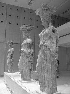 Cinque delle cariatidi dell'Eretteo sono oggi conservate al Museo dell'Acropoli ad Atene.