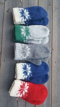 Ravelry: Februarvotter / Februar / February pattern by MaBe Norwegian and English pattern. Knitted Mittens Pattern, Knit Mittens, Knitted Gloves, Knitting Patterns Free, Baby Knitting, Yarn Projects, Knitting Projects, Crochet Quilt, Knit Crochet