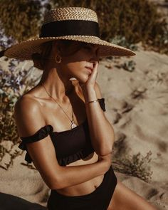 Surfergirl Style, Outfit Strand, Swimsuits, Bikinis, Swimwear, Beach Poses, Summer Aesthetic, Mode Style, Sun Hats