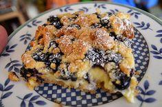 Der Heidelbeerstreuselkuchen sieht nicht nur köstlich aus, er ist es auch …