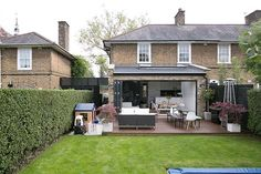 Great little extension on this terrace house. Nice big doors and rooflight… Extension Veranda, House Extension Plans, House Extension Design, Rear Extension, House Design, Extension Ideas, 1930s House Extension, Extension Designs, Garden Room Extensions