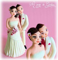 Couple de mariées filles blanc et fuchsia. Wedding cake topper (porcelaine froide)