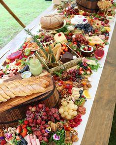 Mesa casamento frutas e charcutaria