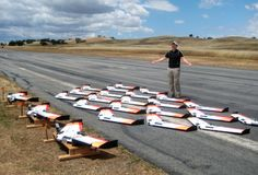 Mola: Enjambre de 30 drones simultaneos controlados a la vez