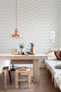 Are you ready to update your walls? Check out these chic geometric wallpaper trends for a modern finish that are sure to inspire. Grey Striped Wallpaper, Striped Wallpaper Living Room, Geometric Wallpaper, Living Room Grey, Grey Wallpaper Dining Room, Herringbone Wallpaper, Wallpaper Patterns, Bedroom Wallpaper, Wall Decor
