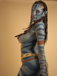 Avatar The Na'vi never looked soo hot Avatar Cosplay, Batman Christian Bale, Jessica Nigri, Female Body Paintings, Camouflage, Batman Begins, Poses, Woman Painting, Painting Art