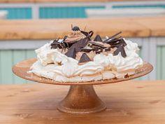 Čokoládová pavlova — Peče celá země — Česká televize Pavlova, Cake, Food, Kuchen, Essen, Meals, Torte, Cookies, Yemek