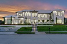 Dream House Exterior, Dream House Plans, Dream Home Design, Modern House Design, Mansion Interior, Modern Mansion, Luxury Homes Dream Houses, Elegant Homes, Future House